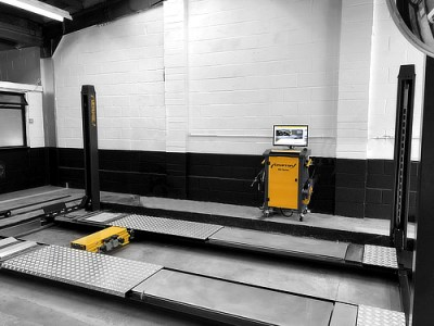 Dual Revenue Lift for wheel alignment and MOT testing