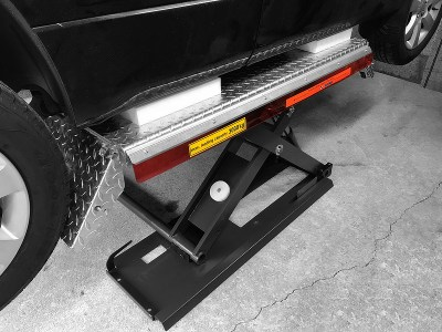 midrise scissor lift with protective underbody blocks